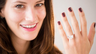 Can A Single Woman Wear A Ring On Her Left Hand